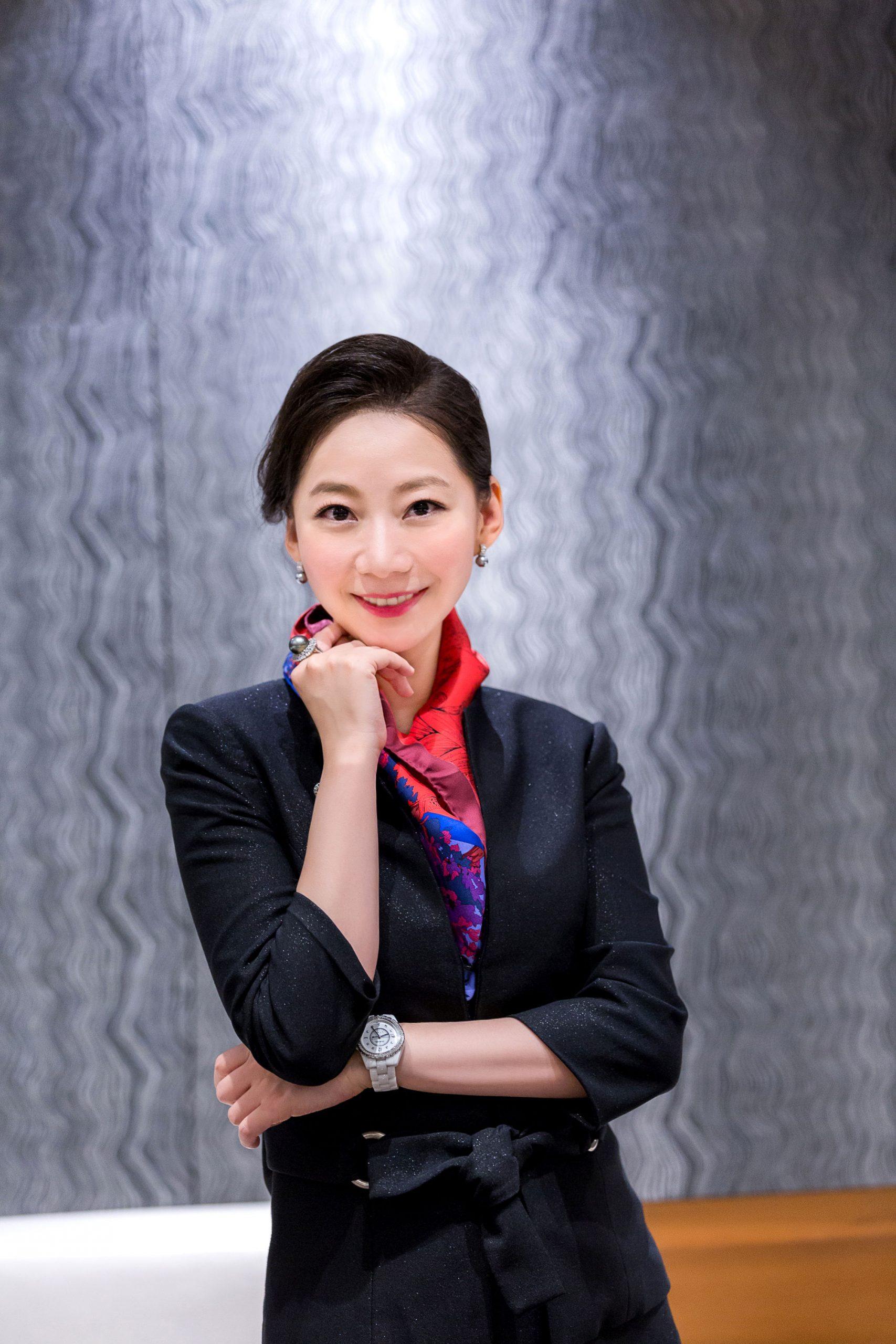 許瑩 女士
